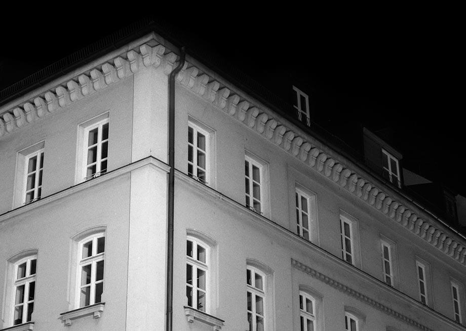 Landwehrstraße bei Nacht